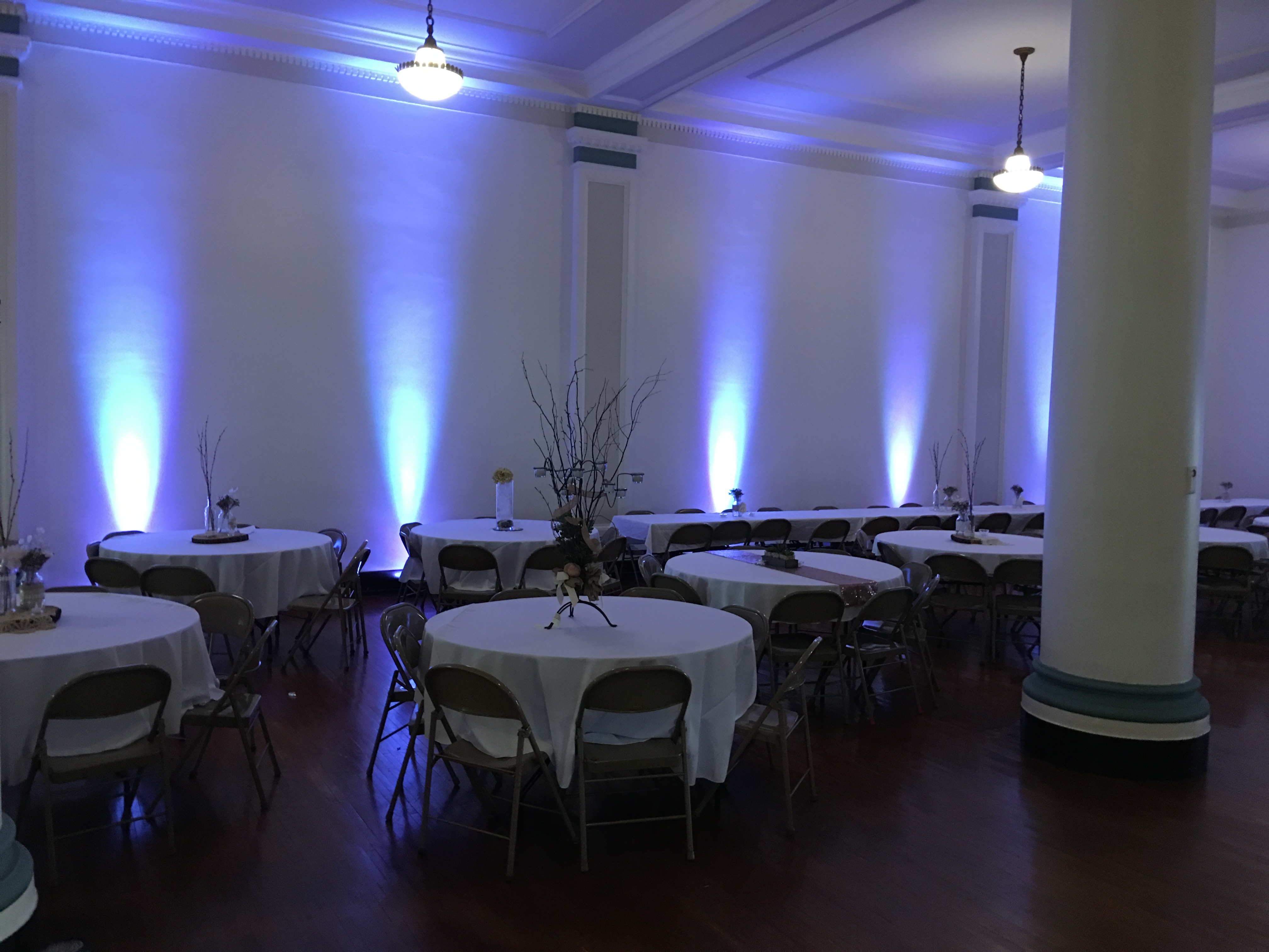 Uplighting rentals available in the colow of led white.